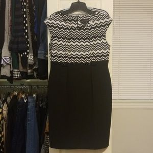 Connected Petite Black/white knee length dress
